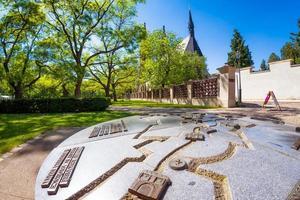 Prag, Tjeckien 2019 - Vysehrad Park och basilikan av helgonet Peter och Paul foto