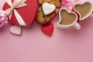 kaffe och alla hjärtans dag godis foto
