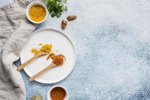 kryddor med kopieringsutrymme foto