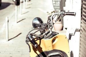 vintage skoter styr med hastighetsmätare
