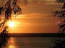 solnedgång i tiwiöarna norr om Australien foto