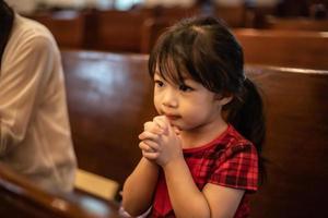 liten flicka ber foto