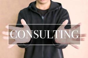 konsultkoncept på en digital skärm med mänskliga händer foto