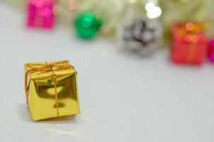 guld gåva dekoration foto