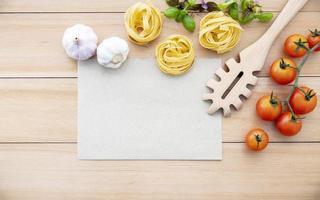 färska ingredienser och meny mock-up foto