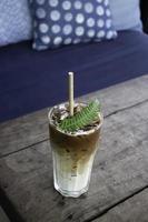 fryst kaffedryck på ett bord