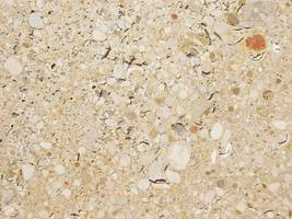 betong eller cementvägg med stenar för bakgrund eller konsistens foto