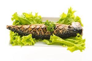 grillad sabafisk med söt sås på den vita plattan