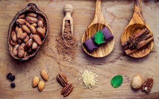 efterrättingredienser på en träbakgrund foto