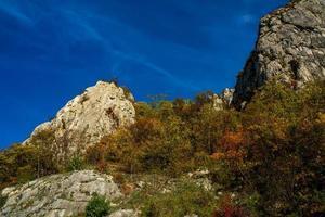 Donau ravinen i djerdap vid den serbiska-rumänska gränsen foto