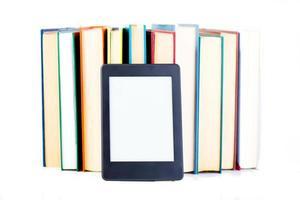 ebook lutande papper böcker koncept foto