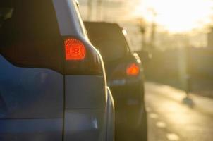 trafik vid solnedgången foto