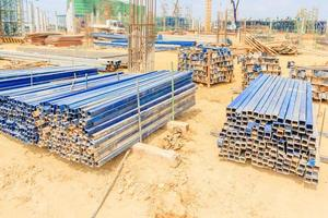 byggnadsställningar som används som tillfällig struktur för att stödja plattform, formarbete och struktur på byggarbetsplatsen foto