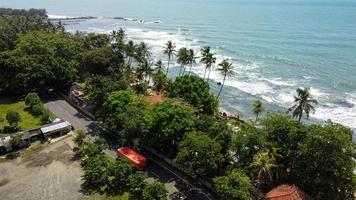 banten, Indonesien 2021 - Flygfoto över Karang Bolong Beach
