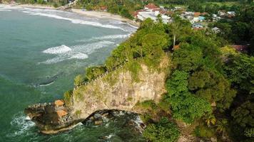 Banten, Indonesien 2021 - Flygfoto över Karang Bolong Beach foto