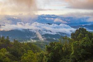 berg och dimma vid susnet