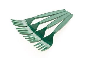 gröna plastgafflar på vit bakgrund foto