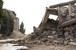 prostejov, Tjeckien 2014 - industriell betongbyggnad förstörd av explosion foto