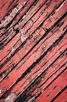 rustikt rött trä
