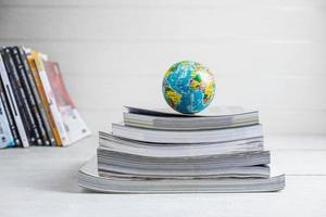 världen på böcker foto