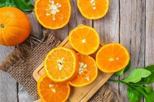 ovanifrån av skivade apelsiner foto