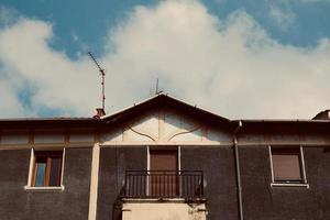 antenn-tv på taket av huset foto
