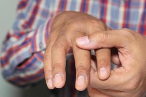 smärta i fingret på nära håll foto