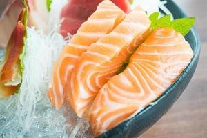rå färsk sashimi foto