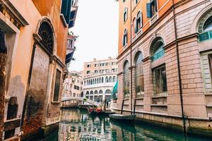 Venedig, Italien 2017 - smala kanaler i Venedig Italien foto