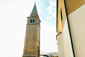 kyrkan av vår dam av ängeln på stranden av caorle italien foto