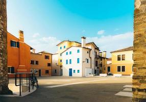 caorle, italien 2017 - turistdistriktet i den gamla provinsstaden caorle i italien vid Adriatiska kusten