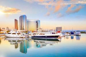 stadsutsikt med marinabukten i San Diego, Kalifornien