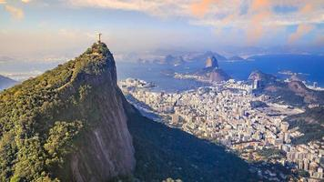 Flygfoto över Kristus återlösaren och Rio de Janeiro City foto