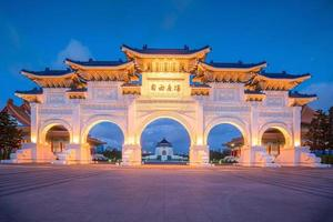 huvudporten till den nationella chiang kai-shek minneshallen i Taipei stad