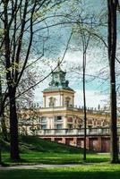 Warszawa, Polen 2017 - gammalt antikt palats i Warszawa Wilanow, med parkarkitektur foto