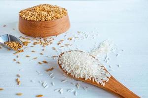 vitt och organiskt ris foto