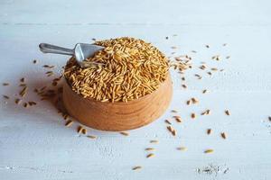 organiskt ris i en skål foto