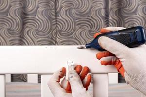 måla och reparera skador foto