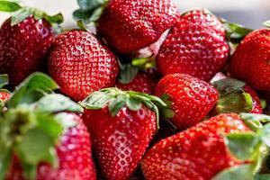 färska mogna perfekta jordgubbar foto