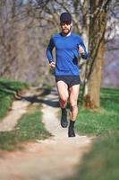man trail running foto