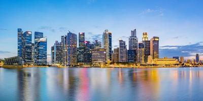 Singapore finansdistrikt skyline vid Marina Bay