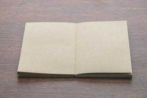 tom anteckningsbok håna upp foto
