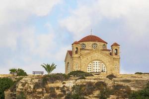 Agios Georgios kyrka i Peyia nära Paphos, Cypern foto