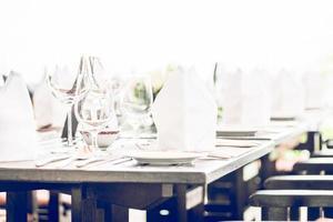 bordssats i hotellets restaurang foto