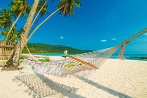 hängmatta på den tropiska stranden
