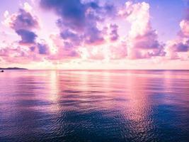 vacker Flygfoto över stranden och havet på Koh Samui Island, Thailand