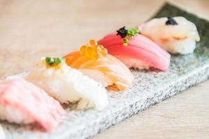 selektiv fokuspunkt på sushirulle