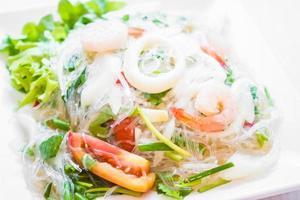 kryddig sallad med skaldjur