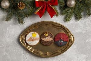 spansk epiphany cake roscon de reyes vit kopia utrymme bakgrund foto