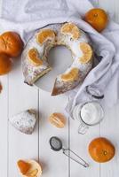 tårtdesserter på epiphany day med krona kopia utrymme foto